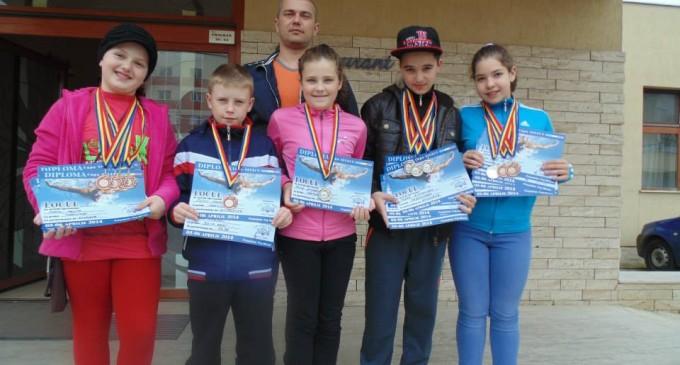 Copiii de la CS Delfinii Turda au castigat 13 medalii la Cupa Select, Satu Mare