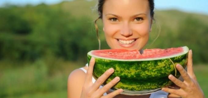 Beneficiile miraculoase ale pepenelui, fructul-vedetă al verii