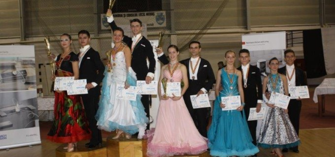Clubul de dans sportiv Potaissa Turda: 10 perechi, 12 medalii obtinute la concursul national de dans sportiv Cupa Medias.