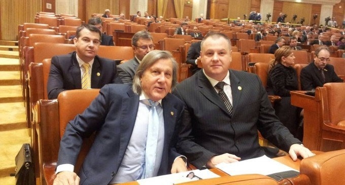 Mircea Irimie alãturi de Ilie Nãstase la Sedinta Solemnã din Parlament care marcheazã 25 de ani de la Revolutie