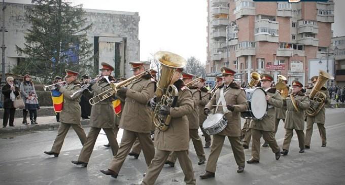 Video: defilarea gărzii militare de onoare, Turda, 22 Decembrie 2014