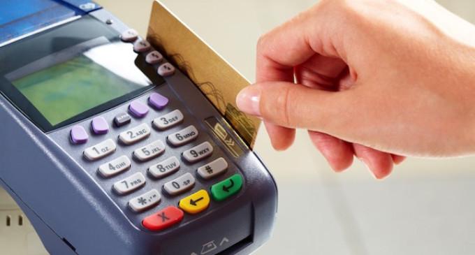 DIICOT avertizează: Datele din conturi pot fi furate când facem plata cu cardul la magazine