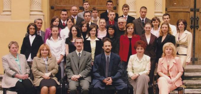 Colegiul Național Mihai Viteazul Turda, campanie pe Facebook pentru identificarea absolvenților din trecut