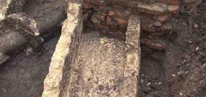 Morminte romane din secolul al II-lea descoperite în centrul orașului Turda