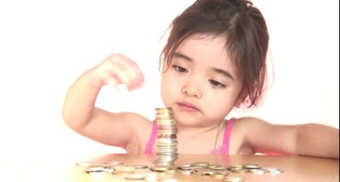 Alocaţiile pentru copii se DUBLEAZĂ!? Preşedintele Iohannis a promulgat legea