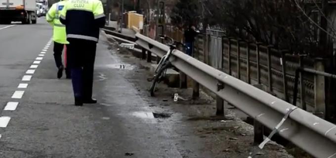 VIDEO Un biciclist a murit după ce a fost lovit din spate de o autoutilitară condusa de un turdean