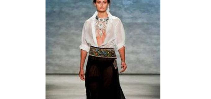 Portul popular românesc, la concurență cu haine precum Calvin Klein sau Ralph Laurent