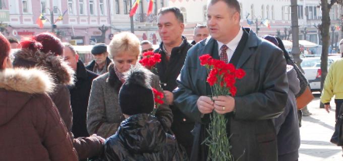 PC Turda a dăruit flori doamnelor si domnișoarelor cu ocazia zilei de 8 Martie