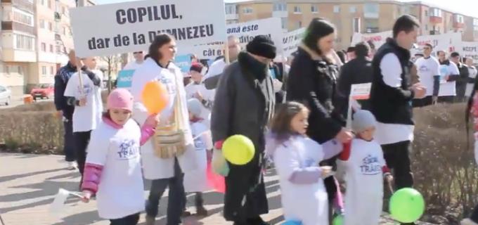 """Marș pentru viață la Turda – """"Fiecare viață este un dar!"""". VIDEO:"""