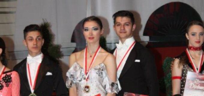 Dansatorii turdeni s-au întors de la Brașov și Cluj cu 8 medalii