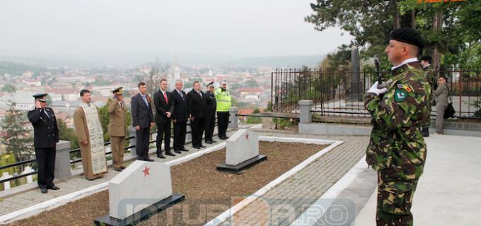 Comunicat: Ceremonie depunere de coroane la Memorialul ostaşilor sovietici ruşi