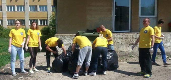 Organizația de tineret a Partidului Național Liberal-Filiala Turda a desfășurat o acțiune de ecologizare a curții Spitalului Municipal Turda.