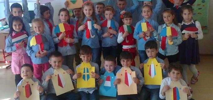 """Elevii Şcolii Gimnaziale """"Ioan Opriş"""" Turda au sărbătorit Ziua Europei"""