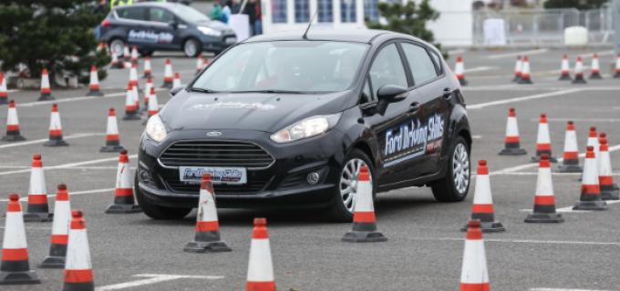 Tinerii șoferi pot lua lecții de la piloții Napoca Rally Academy în cadrul Ford Driving Skills for Life la Polus