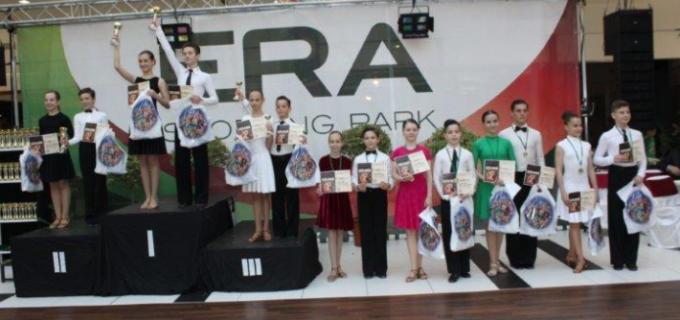 Dansatorii turdeni s-au întors de la Oradea cu 16 medalii
