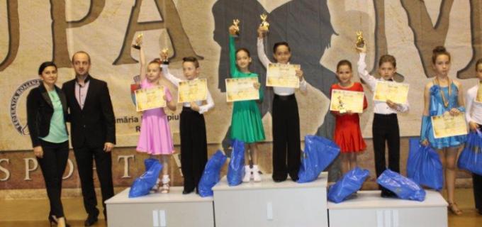 Clubul de dans sportiv Potaissa Turda a obținut 8 medalii la concursul de la Reșița