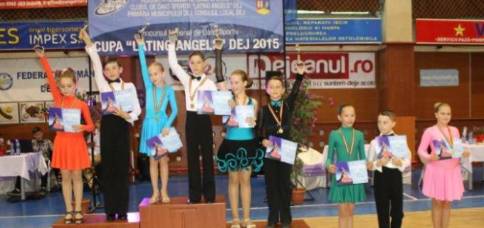 Dansatorii turdeni s-au întors de la Dej cu 12 medalii