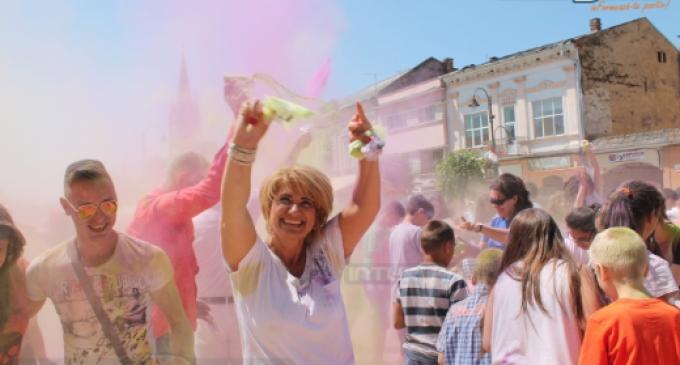 """FOTO/VIDEO: """"Turda în CULOARE"""", unul dintre cele mai reușite evenimete organizate de municipalitate."""