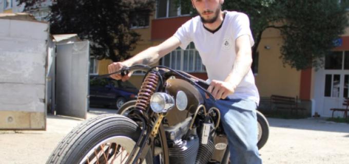 Un tânăr din Câmpia Turzii a devenit cel mai apreciat constructor de motociclete din România