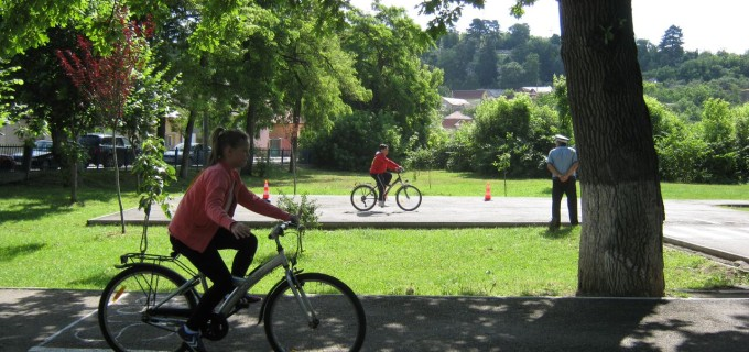Ministerul Economiei propune amenajarea de trasee pentru biciclete în toată ţara, ca să crească numărul de turiști