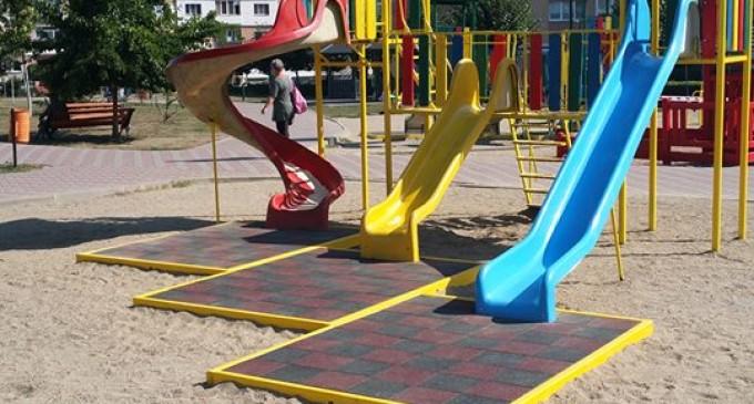 Cristian Felezeu a anunțat reabilitarea aparatelor de joacă din Parcul Teilor și Parcul din Turda Nouă