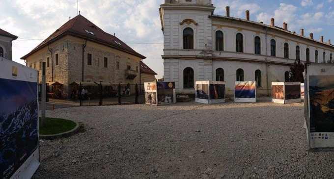 Arta fotografică colorează Turda în nuanțe de Sărbătoare! Asociația Photo România a adus 5 expoziții speciale!