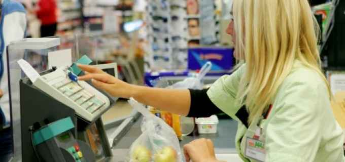 Supermarket din Turda angajează 11 persoane pe posturi de lucrător comercial și casier
