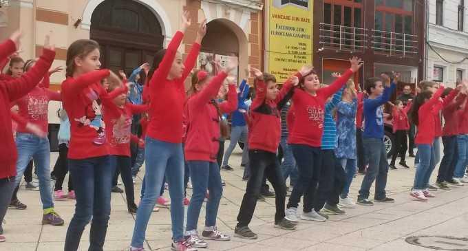VIDEO: FlashMob organizat de CDS Potaissa in cadrul Festivalului Teatru pe Drumul Sarii