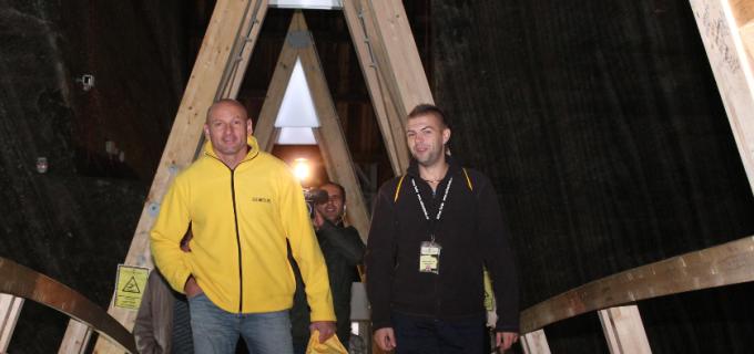 """Eu sunt 12"", alaturi de Bogdan Stelea au provocat turistii prezenti la Salina Turda sa strige ""HAI ROMANIA!"""