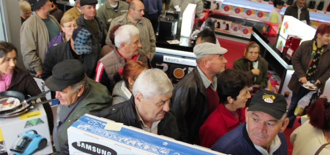 VIDEO: Turdenii au luat cu asalt noul magazin ALTEX