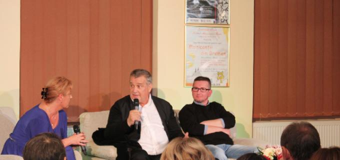 """""""DESPRE POEZIE, IUBIRE ŞI VIN"""" , întâlnire neconvenţională cu poetul MIRCEA DINESCU în dialog cu publicul turdean"""