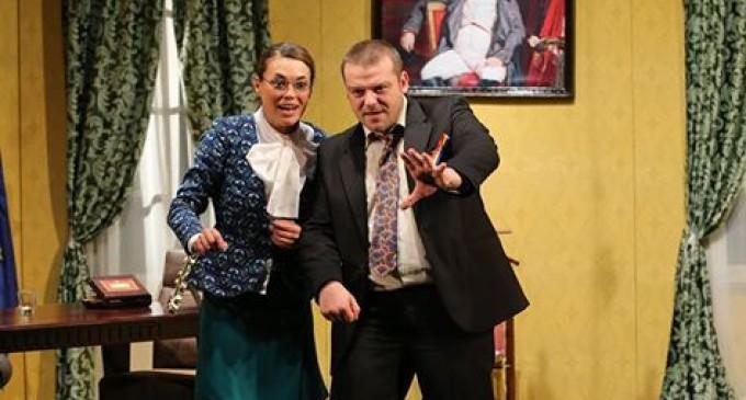 """Ofertă specială la Teatrul Aureliu Manea Turda: """"Cafeaua domnului ministru"""" la doar 10 lei"""