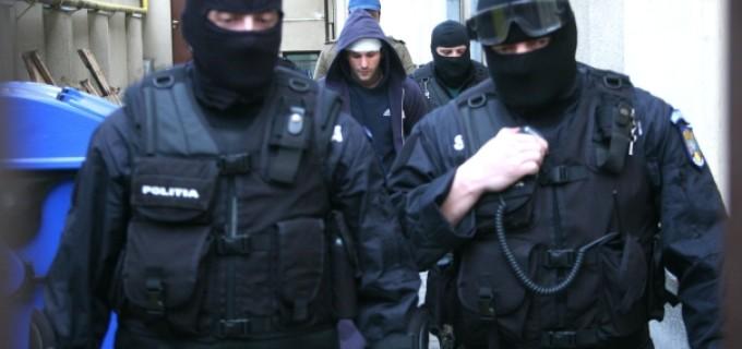 Poliţiştii de investigaţii criminale din cadrul Poliţiei municipiului Câmpia Turzii au reţinut pentru 24 de ore un bărbat cercetat pentru comiterea unei tentative de furt din locuinţă.