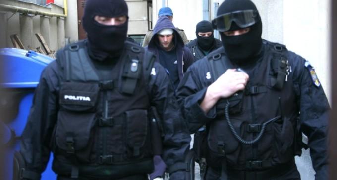 Polițiștii au reținut un turdean de 35 de ani care ar fi comis patru furturi din locuințe