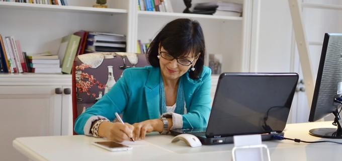 INTERVIU cu Psihologul Loana Comsa, autoarea unui e-book despre cum să gestionezi și să reduci stresul!