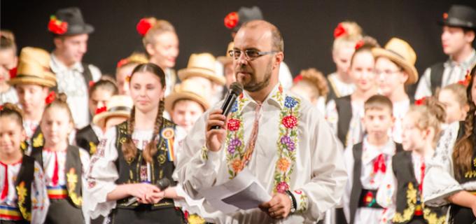 """FOTO: Spectacolul """"România-n Sărbătoare"""" a umplut sala Teatrului """"Aureliu Manea"""" #1decembrie"""