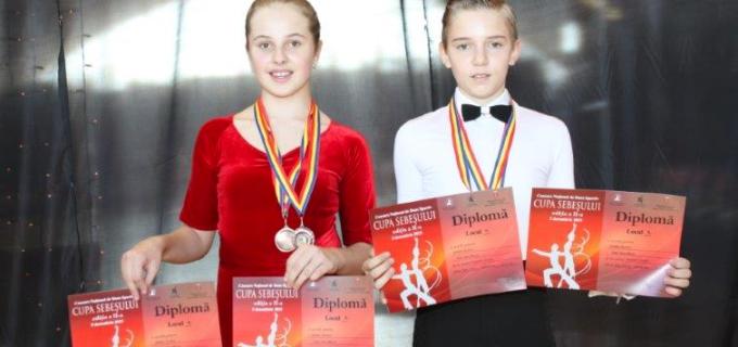Dansatorii turdeni au cules 14 medalii la Cupa Sebeșului