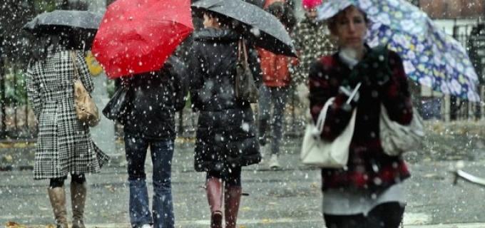 ANM: Vineri vor fi precipitații, ninsori și intensificări ale vântului