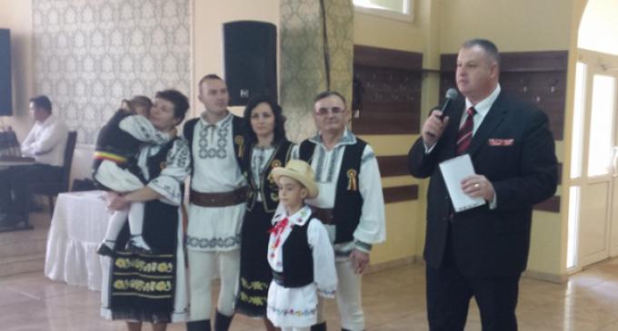 Turdenii alături de maestrul CUC Ioan în semn de respect și apreciere pentru cei 47 ani de activitate