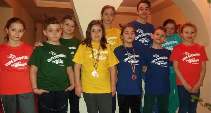 "Delfinii turdeni au cucerit 6 medalii la ""Cupa Bucovinei"""
