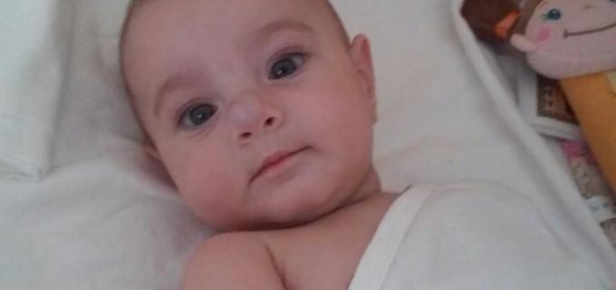 Printr-un SMS de 2 Euro ii putem schimb viata unei fetite de 7 luni, nascuta cu o malformatie rara
