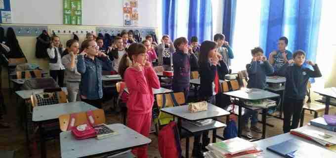 """FOTO: Școala """"Ioan Opriș"""" Turda a sărbătorit francofonia!"""