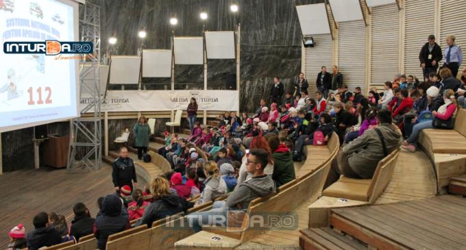 Școala Altfel la Salina Turda, elevii au învățat despre apelul de urgență 112