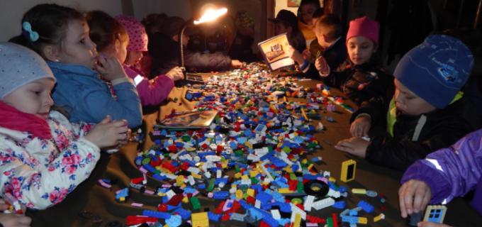 """""""Şcoala altfel cu cărămizi LEGO®"""" se prelungeşte"""