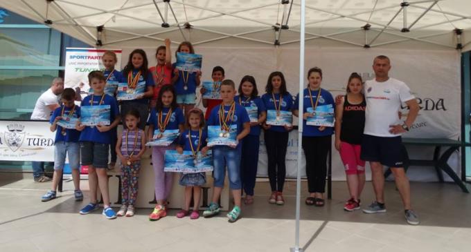 """Delfinii Turdeni au cucerit 27 de medalii la Cupa """"Salina Turda"""" la înot"""