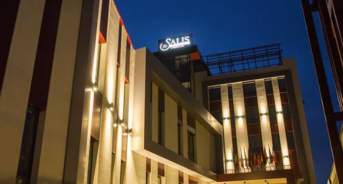 Salis Hotel angajează DIRECTOR EVENIMENTE, receptioner, ospătari și cameriste