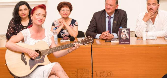 """Foto/VIDEO: Călin Pop a lansat al treilea volum de poezii intitulat """"Veșnicia din cuvânt"""""""