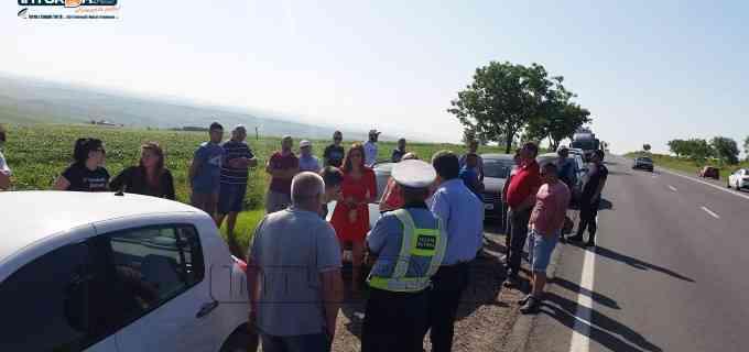 """VIDEO: Protest """"Stop Accidentelor"""" în Tureni. Senatorul Cordoș a fost prezent și a anunțat o întâlnire"""