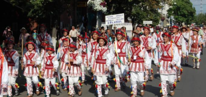 """Ansamblul folcloric ,,Mugurelul"""" din Câmpia Turzii a participat la Festivalul Internațional """"Călușul Românesc"""""""