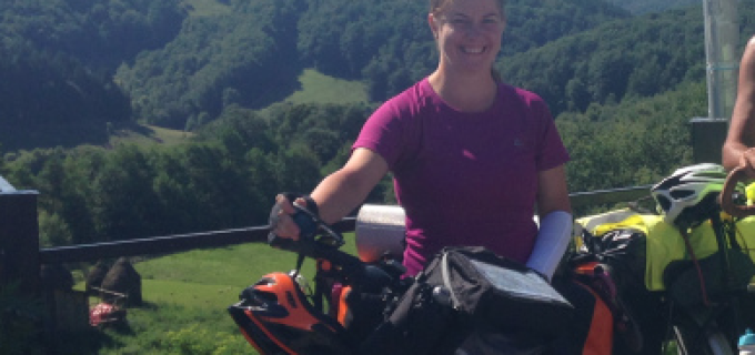 Diana Hener, turdeanca care face turul României cu bicicleta! Vezi aici cum poți susține acest proiect: